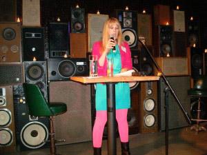 ჯოანა ფეიტმენი, Ace Hotel-ში Pussy Riot ის მხარდამჭერ ტექსტს კითხულობს