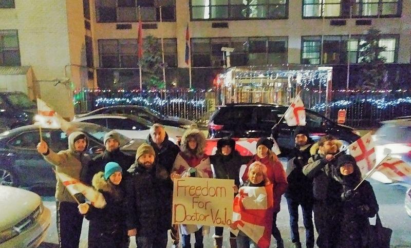 """""""თავისუფლება ვაჟა გაფრინდაშვილს"""" – აქცია ნიუ იორკში, გაეროში რუსეთის წარმომადგენლობასთან"""
